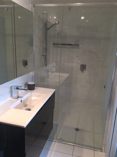 Ensuite - shower and vanity